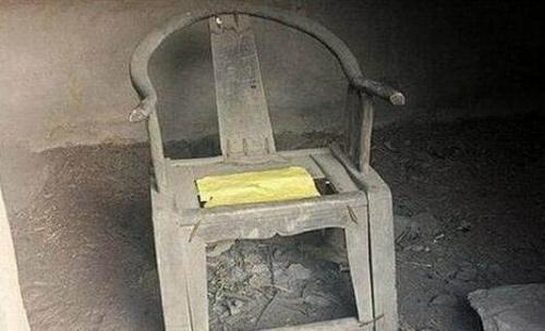 山村一把太师椅放50年没人敢捡 户外运动爱好者散布灵异谣言